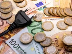 prise electrique et argent en euros